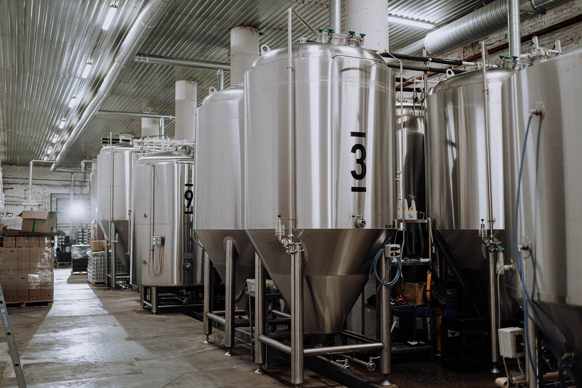 Distillerie contenant