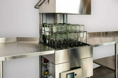 Bottle cleaning machine for wine bottle