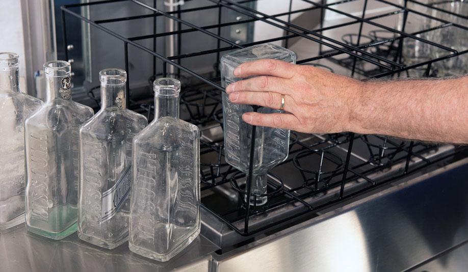 Bottle washing machine for distilleries